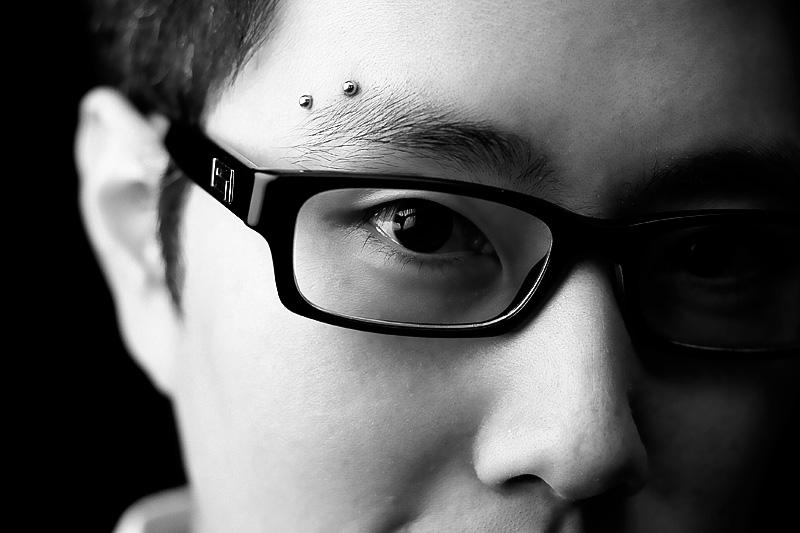 horizontal-eyebrow-piercing-1