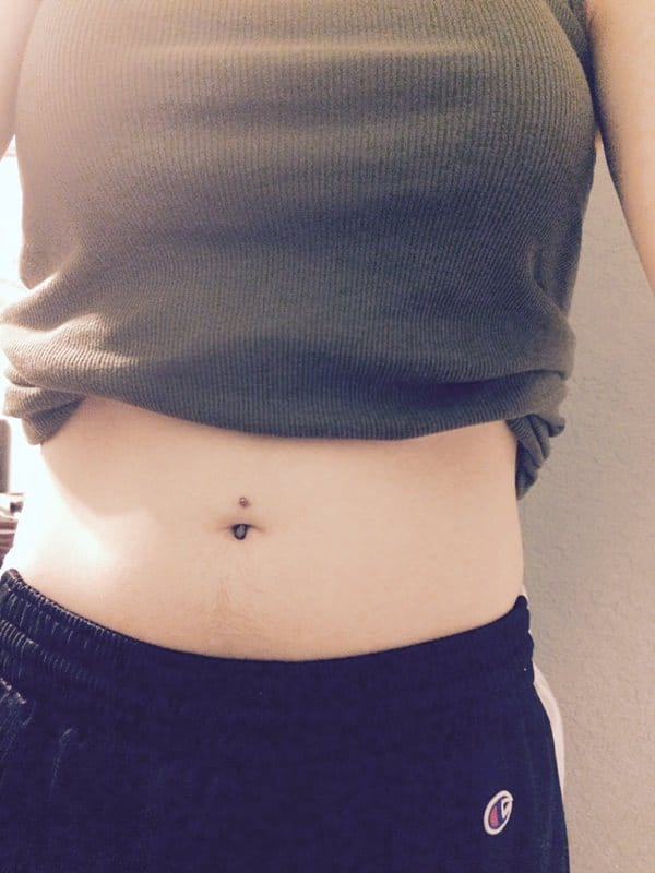 5160916-belly-button-piercing
