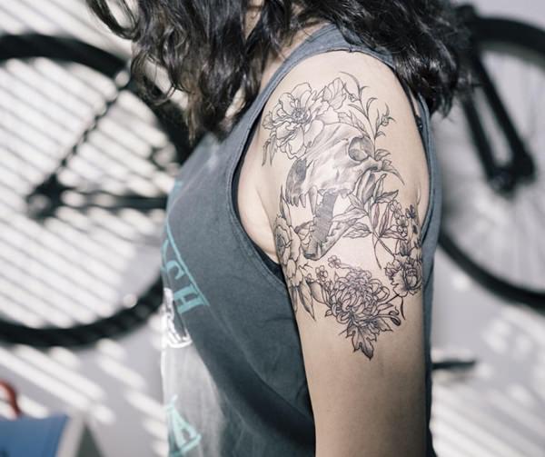 70 magnificent shoulder tattoo designs. Black Bedroom Furniture Sets. Home Design Ideas