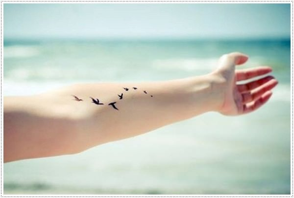 101 small tattoos for girls that will stay beautiful - Tatouage peace and love ...