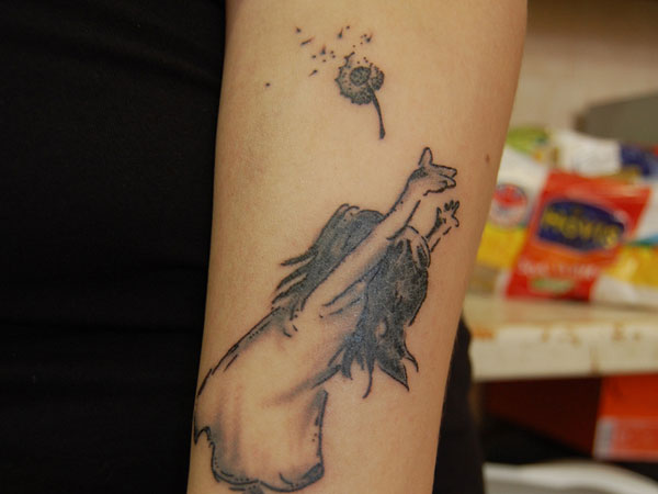 Beautiful dandelion tattoos (8)