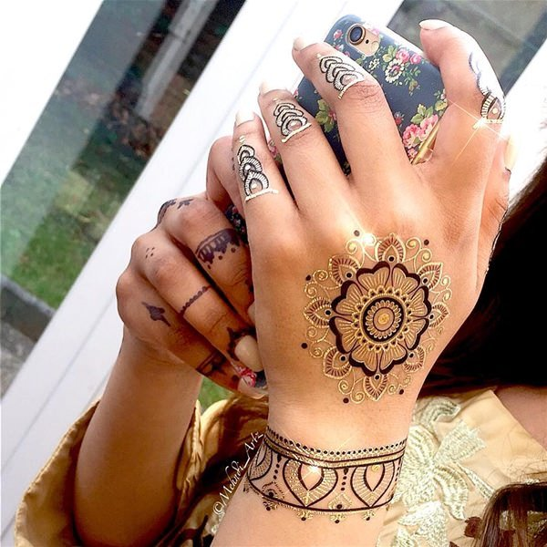 12200916-henna-tattoo