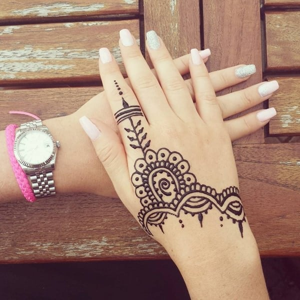 75 henna tattoos that will get your creative juices flowing for Henna para manos