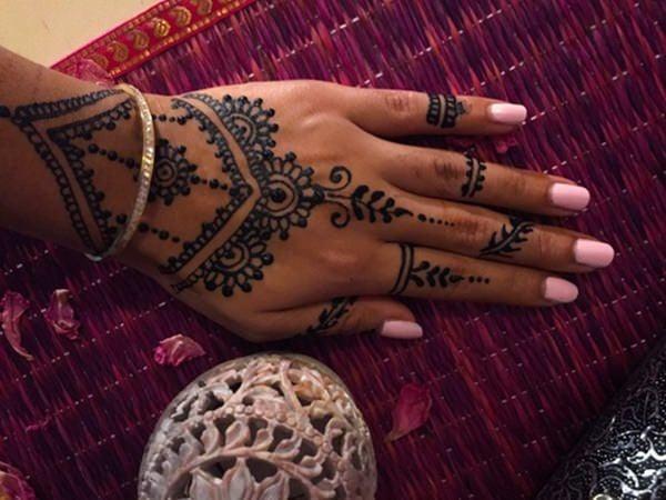 17200916-henna-tattoo