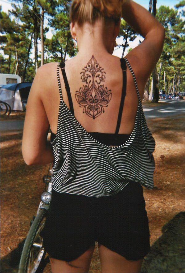 24200916-henna-tattoo