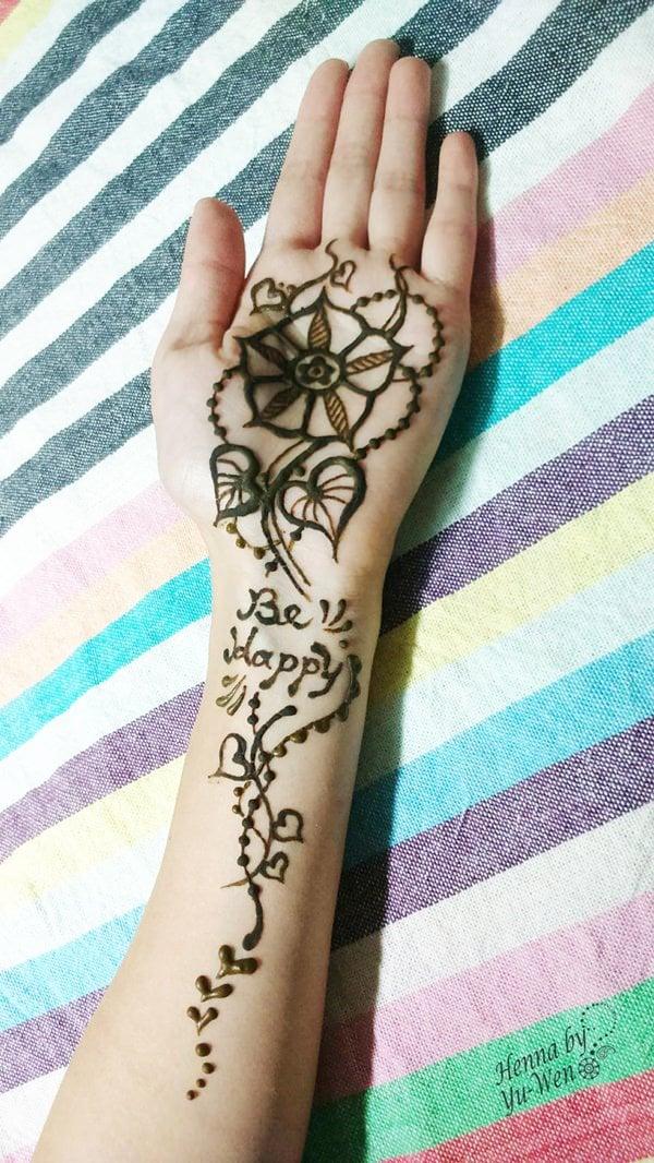 25200916-henna-tattoo