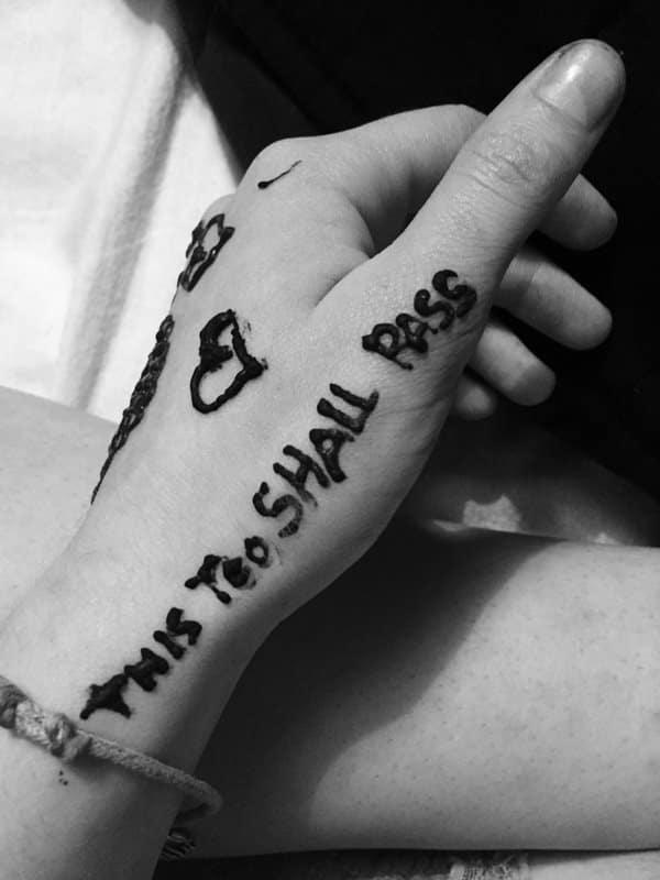 26200916-henna-tattoo