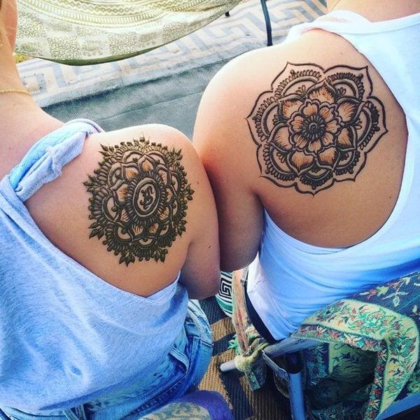 8200916-henna-tattoo
