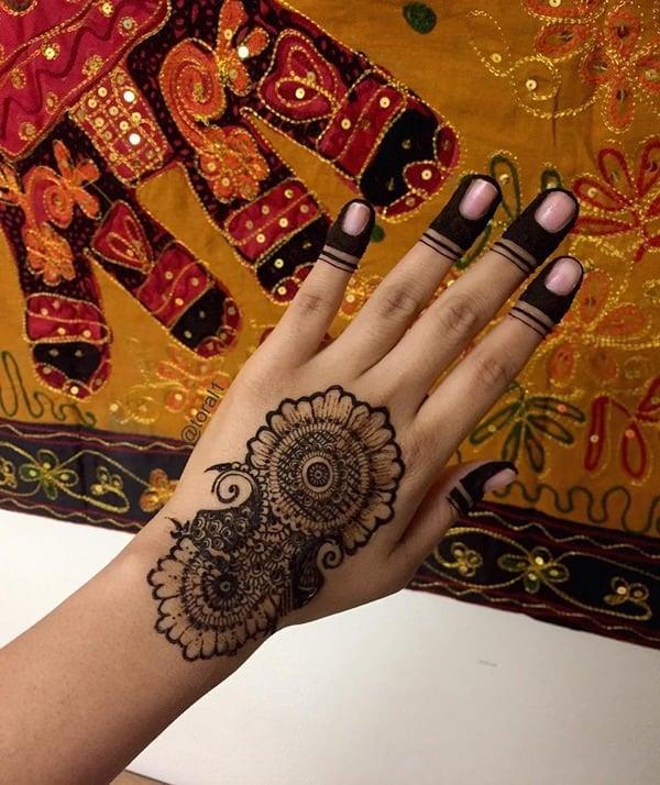 9200916-henna-tattoo
