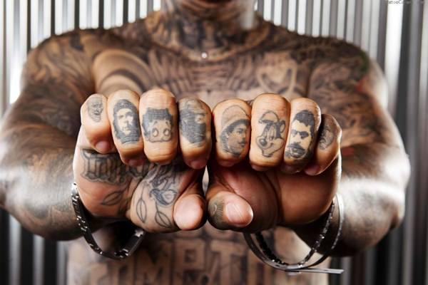 Finger Tattoos 12