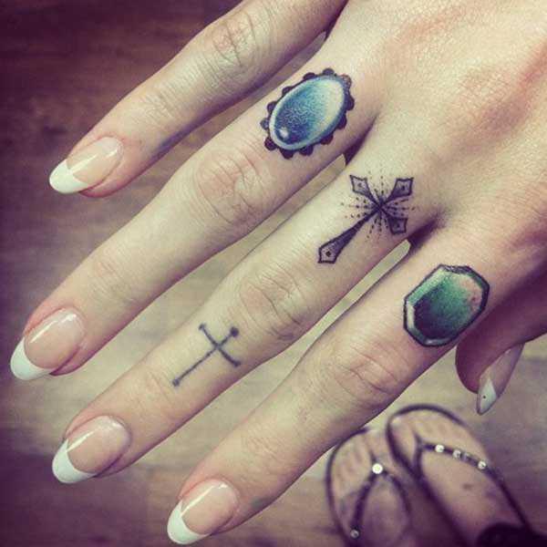 Finger Tattoos 27