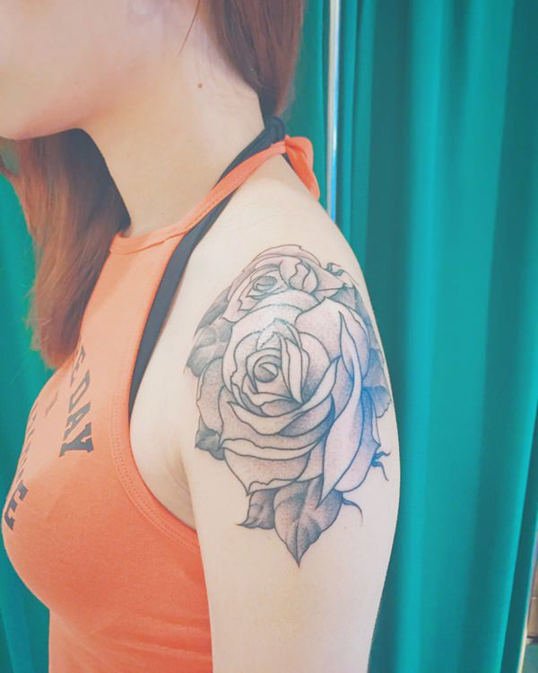 6280816-rose-tattoos