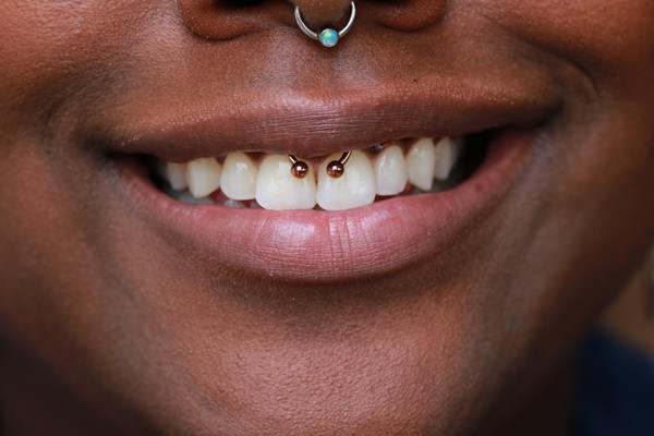 4smiley-piercing-110416