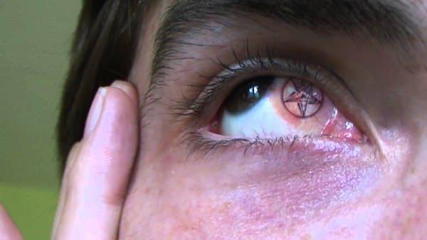 14250716-eyeball-tattoos