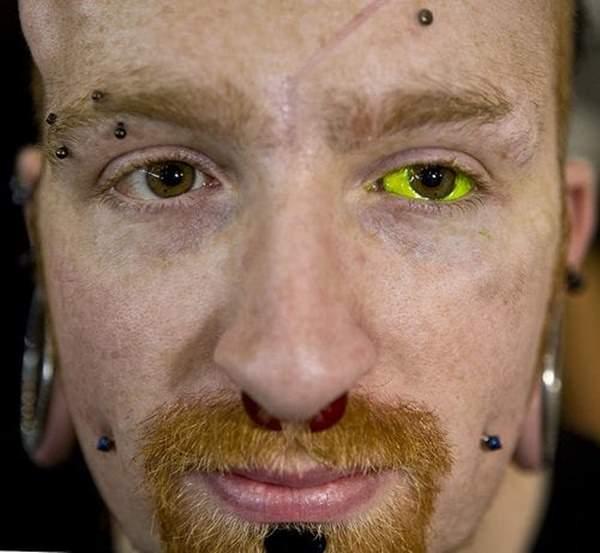 18250716-eyeball-tattoos