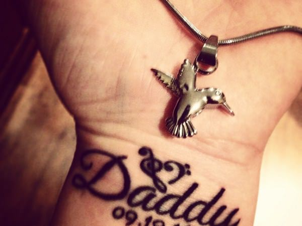 45 Heartwarming Family Tattoos (with Meaning)