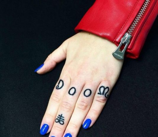 knuckle-tattoos